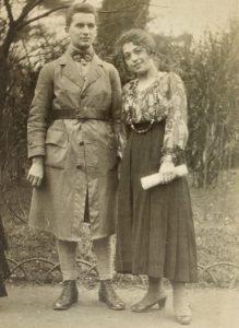 Denise et René Rimbert au jardin du Luxembourg, Paris, 1918