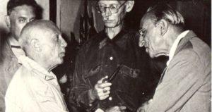Picasso et Ozenfant, 1960, Cannes, La Californie © archives P.G.